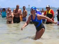 Пожилая американка установила рекорд, переплыв Флоридский пролив без защитной клетки от акул