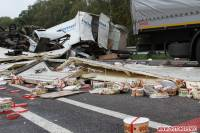 В Житомирской области из-за ДТП всю дорогу засыпало тортами