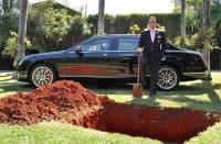 У богатых свои причуды.  Бизнесмен похоронил свой Bentley  за 450 миллионов долларов, чтобы кататься на нем после смерти