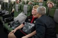 Британский школьник настолько боится самолетов, что перед полетом его пришлось… загипнотизировать