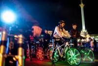 В Киеве любители велосипедов устроили настоящее шоу