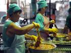 Ручной труд и никакого мошенничества. Как делают овощные консервы