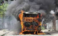 В Индии автобус врезался в бензовоз. 44 человека сгорели заживо