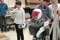 В Тайване робота научили общаться. Правда, пока что лишь на языке жестов