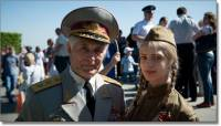 Деньги не пахнут? В Киеве фальшивый дважды Герой Украины обирает доверчивых граждан