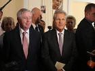 На сегодняшнем заседании Верховной Рады присутствуют Кокс и Квасьневский. Оно началось с минуты молчания