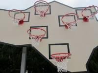Испанские дизайнеры весьма своеобразно представляют себе игру в баскетбол