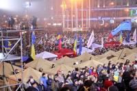 Палаточный городок в центре Киева благополучно переночевал. Народ продолжает прибывать