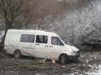 На Хмельнитчине Volkswagen улетел в кювет. Погибла женщина, еще шесть человек попали в больницу