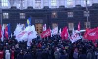 Оппозицию не пустили в здание Кабмина. Там неожиданно начался ремонт