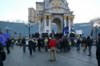 Традиционный пикет у Кабмина сегодня не состоялся. На Майдане танцуют около 700 человек