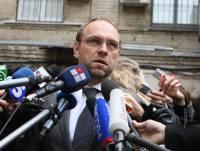 Власенко делает удивленные глаза и уверяет, что не понимает, почему его не пустили на саммит в Вильнюс