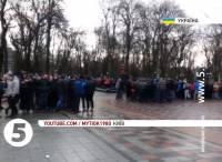 В Мариинском парке «титушки» с палками и камнями снова напали на журналистов