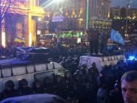 Накал страстей на Майдане усиливается. В соцсетях говорят о железных палках, тысячах бойцов «Беркута» и о... революции