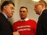 Яценюк и Тягнибок предостерегают от провокаций: Мы знаем, что уже сейчас заправляются водометы