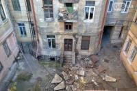 В центре Одессы в жилом доме рухнули сразу четыре балкона