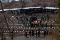В Нью-Йорке сошел с рельсов пассажирский поезд. Есть погибшие