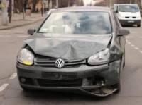В Кривом Роге Volkswagen мощным пинком опрокинул на бок Renault