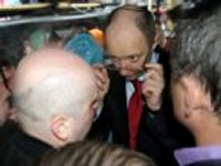 Яценюк утверждает, что в Верховную Раду зашли несколько сотен «титушек»