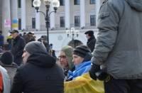 На Евромайдане появились новые палатки. Люди несут еду и горячий чай