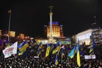 Фото ночного Майдана, заполненного тысячами людей завораживает не только украинцев