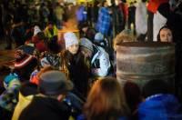 Киевляне несут на Евромайдан теплые вещи, а активисты обживаются в здании мэрии
