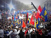 На Майдане уже собралось около 10 тысяч человек. Не считая тех, что стоят у МВД и ГПУ
