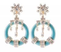 Центральным элементом новой коллекции ювелирных украшений от Prada стал цветок гибискуса