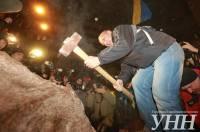 Как «дикари» разбивали молотом памятник Ленину
