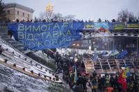 С утра под Кабмином - баррикады и митингующие