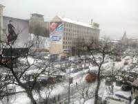 Европейскую площадь оккупировали военные грузовики. Свежие фото