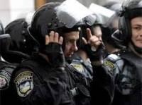 «Беркутовцы» разобрали баррикаду на углу Лютеранской и Круглоуниверситетской