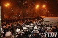 Депутаты от «УДАРа» вышли на встречу трактору и не дали снести палаточный городок возле АП