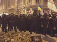 Возле Дома офицеров милиция зачистила баррикады и снесла все палатки