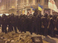 В ходе столкновений на Банковой пострадали двое силовиков и около десятка манифестантов