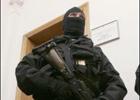 Неизвестные штурмуют офис «Батькивщины» в Василькове