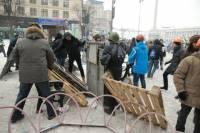 Как на Майдане строят новые баррикады. Свежие фото