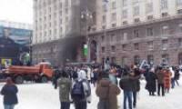 Евромайдан опять оккупировал мэрию. После штурма в здание никого не пускают