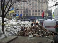 Евромайдан сегодня: люди утепляются, а баррикады растут