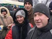 «Антимайдан» на марше. На Европейской площади ночью расчистили снег и сейчас начали монтировать сцену