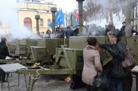 Антимайдан собрал уже 50 тыс. человек. На нем выступает Азаров