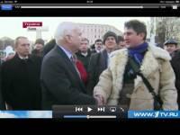 К чему бы это? Директор «Московской биржи» Сульжик, засветившийся в скандале с возможным обвалом гривны, пожал на Евромайдане руку американскому «ястребу» Маккейну