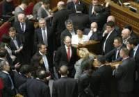 Оппозиция уже успела заблокировать парламентскую трибуну