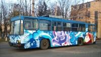 На таких троллейбусах и ездить приятно. В Одессе «рогатых» разукрасили в новогодние рисунки