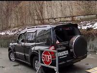 В Киеве неизвестные напали на джип с безработным, перевозившим 100 тыс. гривен