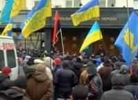 Колонна с Евромайдана опять пришла под окна к Пшонке