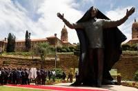 В ЮАР установили гигантскую статую Нельсону Манделе