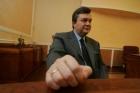 По уши замазанный кровью студентов Янукович пожелал украинцам добра и милосердия