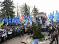 На зомбомайдане размахивают флагами чуть более тысячи человек