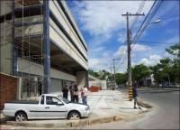 В Бразилии  любителю парковаться где попало… зацементировали автомобиль